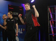 Barry Lynn schmeißt den Weltmeister aus den UK Open