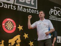 Steffen Siepmann beim Dartsspiel in Jena