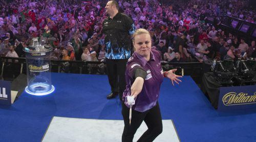 Anastasia Dobromyslova - dreifache Darts-Weltmeisterin