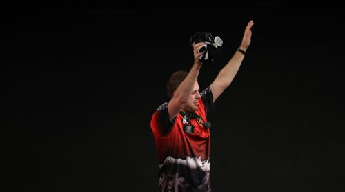 Berry van Peer erreichte trotz Dartitis das Achtelfinale des Grand Slam of Darts