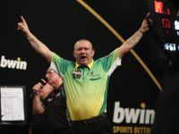 Darren Webster gewinnt das 9-Dart Shootout gegen Namensvetter Mark Webster