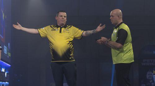 Dave Chisnall besiegt Michael van Gerwen