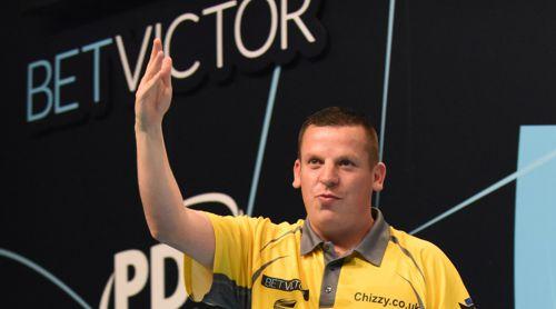 Dave Chisnall winkt den Fans