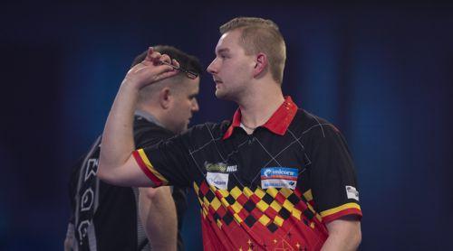 Dimitri Van den Bergh gewinnt klar gegen Luke Woodhouse