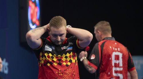Dimitri Van den Bergh kegelt Nathan Aspinall aus dem Turnier