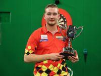 Dimitri van den Bergh ist Junioren Darts-Weltmeister