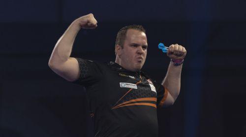 Dirk van Duijvenbode lässt die Muskeln spielen