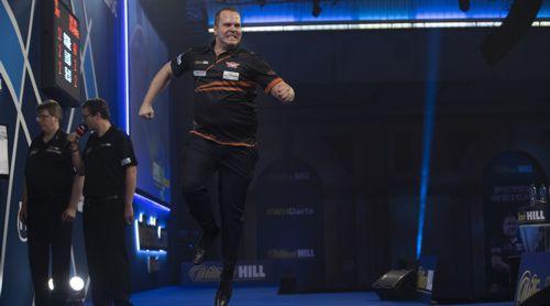Dirk van Duijvenbode springt vor Glück in die Höhe