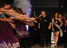Dragutin Horvat Walk on bei den International Darts Open 2016 in Riesa