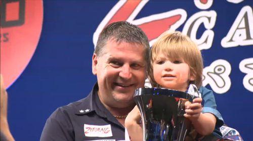 Gary Anderson mit seinem Sohn