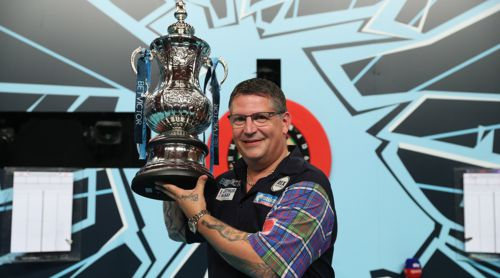 Gary Anderson mit dem World Matchplay Pokal: der Phil Taylor Trophy