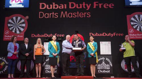 Gary Anderson bei der Preisverleihung in Dubai