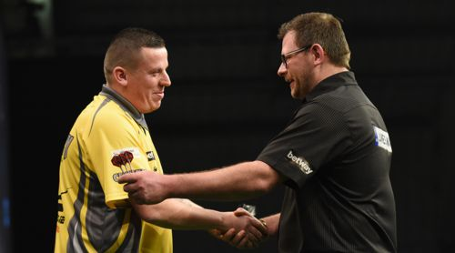 Dave Chisnall besiegt James Wade bei der Premier League Darts