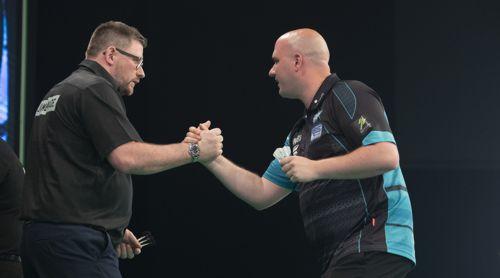 James Wade und Rob Cross Handschlag