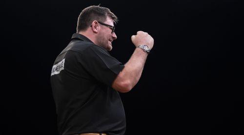 James Wade freut sich über seinen Sieg gegen Mensur Suljovic