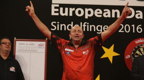 James Wilson beim European Darts Grand Prix