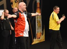 Jamie Hughes besiegte Dave Chisnall beim Grand Slam of Darts 2016