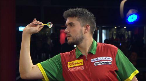 Jamie Lewis gewinnt seine Auftaktpartie beim Players Championship Finals 2016