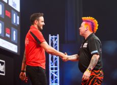 Joe Cullen wirft Peter Wright aus dem Turnier