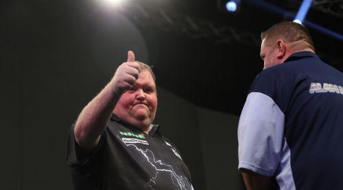 John Henderson besiegte Alan Norris in der zweiten Runde des World Grand Prix überraschend deutlich mit 3:1