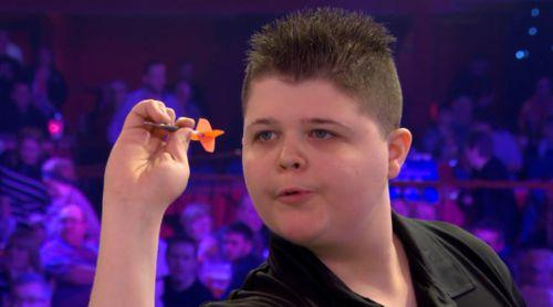 Justin van Tergouw wirft Darts