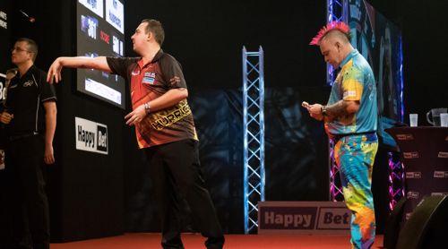 Kim Huybrechts und Peter Wright lieferten sich im Endspiel der International Darts Open Riesa einen Krimi
