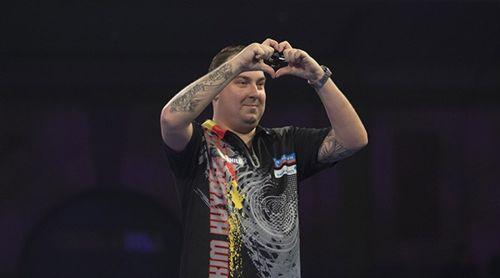 Kim Huybrechts hat ein Herz für Darts