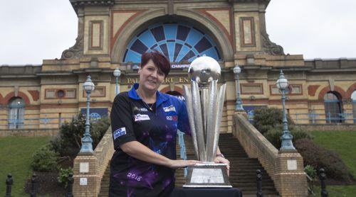 Lisa Ashton ist die amtierende Darts Weltmeisterin