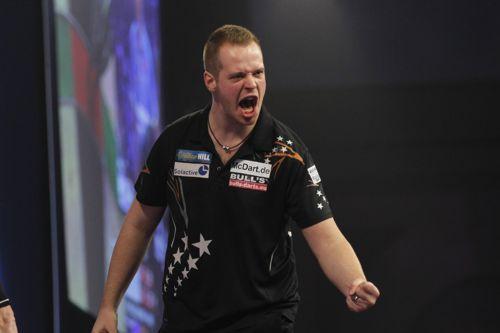 Max Hopp besiegte Vincent van der Voort in der ersten Runde der Dart Weltmeisterschaft