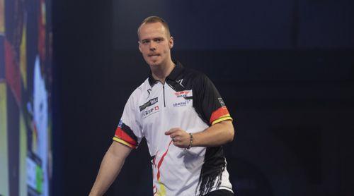 Max Hopp mit Deutschland-Dartshirt