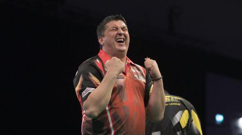 Mensur Suljovic freut sich riesig über seinen Sieg gegen Daryl Gurney