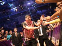 Der Österreicher Mensur Suljovic zeigte mit einem 106er Average hingegen, warum er inzwischen den 12. Platz der Weltrangliste belegt.