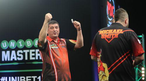 Mensur Suljovic steht nach seinem Sieg über Michael Smith im Viertelfinale des Masters 2018