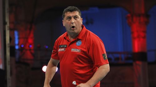 Mensur Suljovic beim PDC World Matchplay 2016