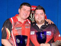 Michael Smith gewinnt die Gibraltar Darts Trophy