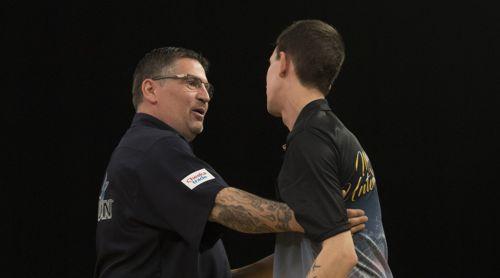 Michael Unterbuchner umarmt Gary Anderson