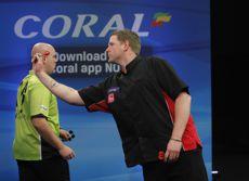 Michael van Gerwen und Barry Lynn bei den UK Open