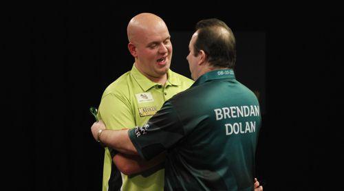 Das Duell mit Brendan Dolan gleicht für Michael van Gerwen einem Spaziergang