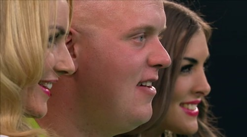Michael van Gerwen und die Walk on Girls