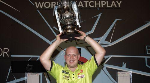 Michael van Gerwen besiegt Phil Taylor im World Matchplay Finale mit 18:10 und gewinnt damit den Titel zum zweiten Mal hintereinander