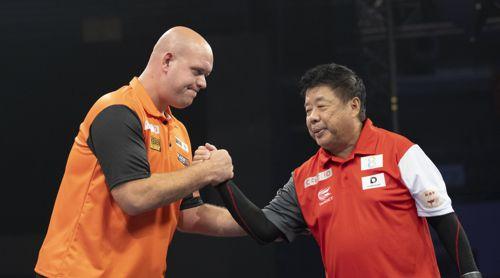 Zwei Legenden: Michael van Gerwen und Paul Lim