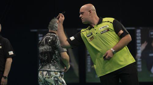 Michael van Gerwen gewinnt klar gegen Peter Wright