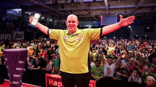 Michael van Gerwen besiegte Mensur Suljovic im Finale des European Darts Matchplay mit 6:3