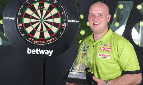 Michael van Gerwen und die Premier League Trophy