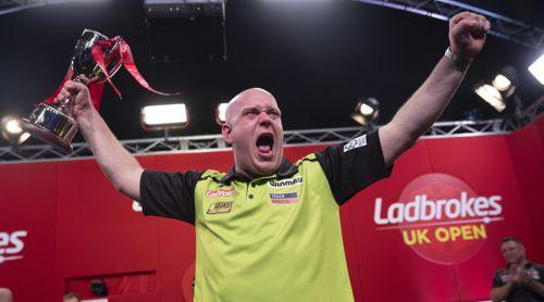 Michael van Gerwen freut sich riesig über seinen 1. Turniersieg in 2020