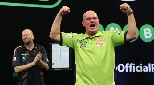 Michael van Gerwen freut sich riesig über seinen vierten Masters-Titel hintereinander