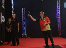 Mike Holz gewinnt in Riesa sein PDC TV Debüt