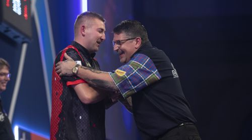 Nathan Aspinall besiegt Doppelweltmeister Gary Anderson