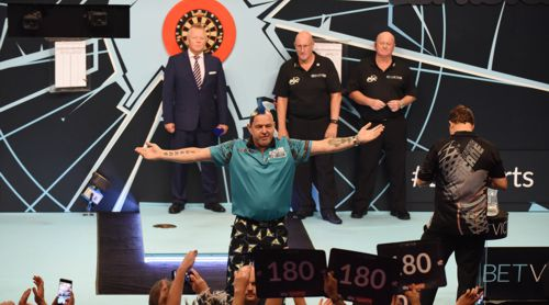 Peter Wright heizt die Dartfans an