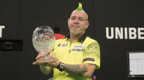 Peter Wright mit dem Pokal des Grand Prix Zweiten